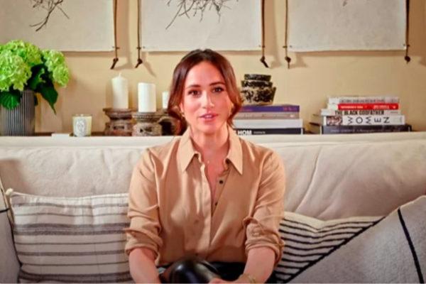 Новое появление Меган Маркл: пятно на рубашке, светлый цвет волос и кожаные брюки